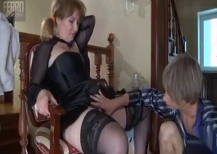 My glamorous mom gives a really nice blowjob