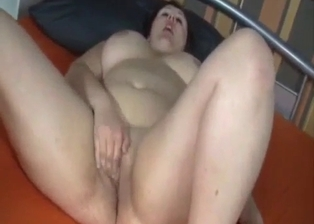 Mom masturbates her cunt in my bedroom